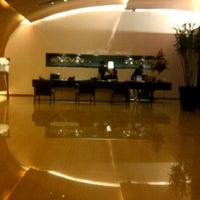 Photo taken at Fraser Suites Sukhumvit, Bangkok by Bunnie B. on 10/30/2012
