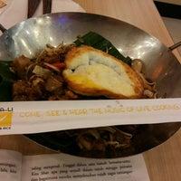 Photo taken at Qua-Li Noodle & Rice by Isna on 7/17/2014