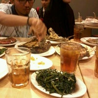 Photo taken at D'Cost Seafood by Ferdian N. on 5/19/2013