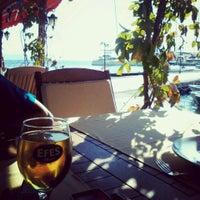 10/14/2013 tarihinde Ege T.ziyaretçi tarafından Octopus Restaurant'de çekilen fotoğraf