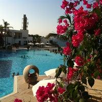 รูปภาพถ่ายที่ Cratos Premium Hotel & Casino โดย Selahattin mercan เมื่อ 7/22/2013