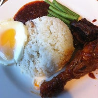 Photo taken at Nasi lemak seri sarawak by Epalaten on 2/16/2013