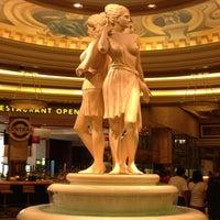 Foto tomada en Caesars Palace Hotel & Casino por Jessica P. el 7/15/2013