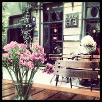 4/22/2013 tarihinde Gizem K.ziyaretçi tarafından Ara Kafe'de çekilen fotoğraf