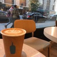 Das Foto wurde bei Blue Bottle Coffee von Yousif A. am 10/19/2018 aufgenommen