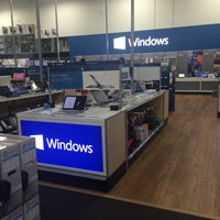 Photo taken at Best Buy by Angeles H. on 12/5/2015