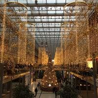 Foto tirada no(a) Potsdamer Platz Arkaden por Gunther F. em 11/30/2014
