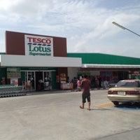 Photo taken at Tesco Lotus Supermarket by thummanoon k. on 6/22/2014