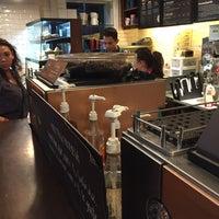 Foto tomada en Starbucks Coffee por Alejandro P. el 7/24/2016