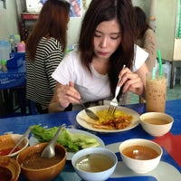 Photo taken at ข้าวหมกไก่สามกอง by Madeowz L. on 4/15/2013