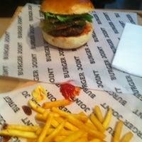 3/10/2013 tarihinde Brc K.ziyaretçi tarafından Burger Joint'de çekilen fotoğraf