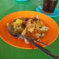 Photo taken at Medan Selera Butterworth Bus Terminal by Bella R. on 12/13/2014