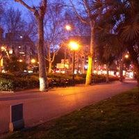 Das Foto wurde bei Plaça d'Urquinaona von Serrallonga am 2/27/2013 aufgenommen