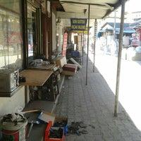 Photo taken at Ayakkabı Tamircileri Çarşısı by Ömer S. on 10/19/2015