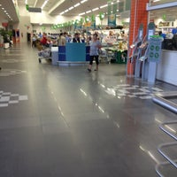 Photo taken at Supermercado Angeloni by Rossana M. on 3/25/2013