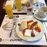 Foto tomada en Hotel Quatro Puerta del Sol por Stavros B. el 3/29/2013