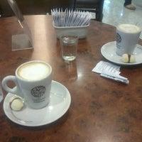 Photo taken at Café do Loft by Jesus E. on 2/23/2013