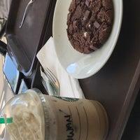 Снимок сделан в Starbucks пользователем روان ا. 9/21/2018
