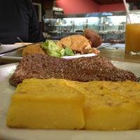 Foto tirada no(a) Restaurante Girassol por Lu H. em 3/30/2013