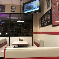 Photo taken at Goody Fast Food by Reneé Lee G. on 1/18/2017