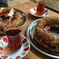 Foto tirada no(a) Simit & Chai Co. por Duygu O. em 4/21/2016