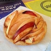 Foto scattata a Little Bee Bakery da Anton S. il 11/9/2013