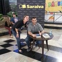 Foto tirada no(a) Saraiva Mega Store por Luciana M. em 7/8/2013