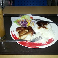 Photo taken at Chester's grill , Tukcom Pattaya by Martin P. on 11/7/2012