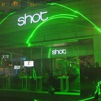 2/15/2013 tarihinde shot istanbulziyaretçi tarafından Shot Bistro Lounge & Bar'de çekilen fotoğraf