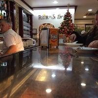 Foto tirada no(a) Pastelaria Flor de S. Brás por Ricardo R. em 12/24/2013