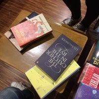 Foto tirada no(a) Books Kinokuniya por Panchalita L. em 6/17/2017