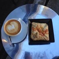 Photo prise au Wrecking Ball Coffee Roasters par nikki b. le10/11/2014