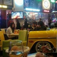 รูปภาพถ่ายที่ Big Yellow Taxi Benzin โดย Boraes C. เมื่อ 3/5/2013