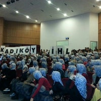 Das Foto wurde bei Üsküdar Gençlik Merkezi von Zeynep A. am 4/8/2013 aufgenommen