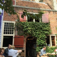 Foto tirada no(a) Koffieschenkerij De Oude Kerk por Ayşegül İ. em 7/23/2015