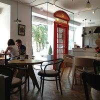 Снимок сделан в Кофейный дом LONDON пользователем Natalia A. 7/19/2013