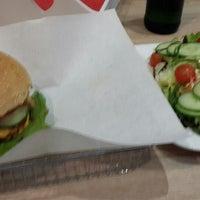 Das Foto wurde bei Triple B - Beef Burger Brothers von Jacob T. am 9/30/2014 aufgenommen