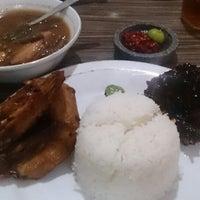 Photo taken at Ayam Goreng Nikmat (Panaitan) by Ari H. on 11/6/2015