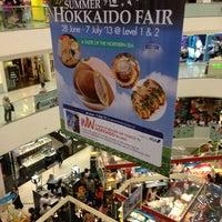 รูปภาพถ่ายที่ Tampines Mall โดย Stephanie O. เมื่อ 7/2/2013