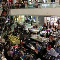 รูปภาพถ่ายที่ Tampines Mall โดย Stephanie O. เมื่อ 5/23/2013