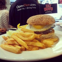 Das Foto wurde bei Fat Boy's The Burger Bar von Darren A. am 1/13/2013 aufgenommen