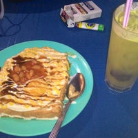 Photo taken at Restoran Mak Leha by Farzli H. on 12/6/2014