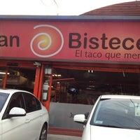 Foto tirada no(a) Juan Bisteces por Luigi R. em 5/1/2013