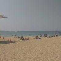 Photo taken at Kaimana Beach Park by Pavel Š. on 3/8/2013