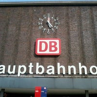 รูปภาพถ่ายที่ Duisburg Hauptbahnhof โดย Michael H. เมื่อ 5/2/2013