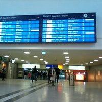 รูปภาพถ่ายที่ Duisburg Hauptbahnhof โดย Michael H. เมื่อ 3/29/2013