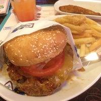 Снимок сделан в Beverly Hills Diner пользователем Mikhail M. 5/14/2013