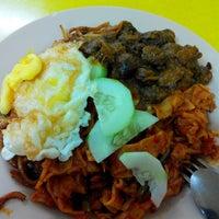Photo taken at Restoran Nur by Saifullizan S. on 6/4/2014