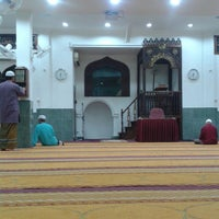 Photo taken at Masjid Al-Mukminun by Azrul Z. on 2/27/2014
