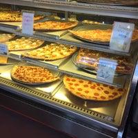 3/5/2016にDeborah C.がSicilian Thing Pizzaで撮った写真